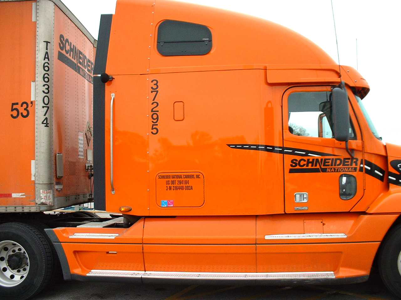 Schneider National celebrates 75th anniversary