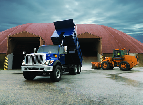 Customer shipments of Navistar vocational trucks with 9- and 10-liter SCR engines begins