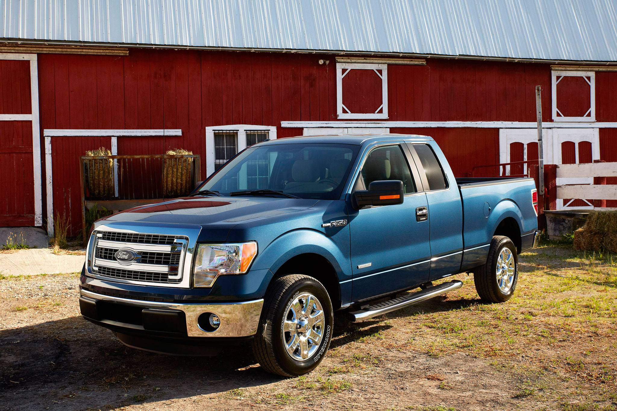 2014 ford f 150 xlt drivers side view