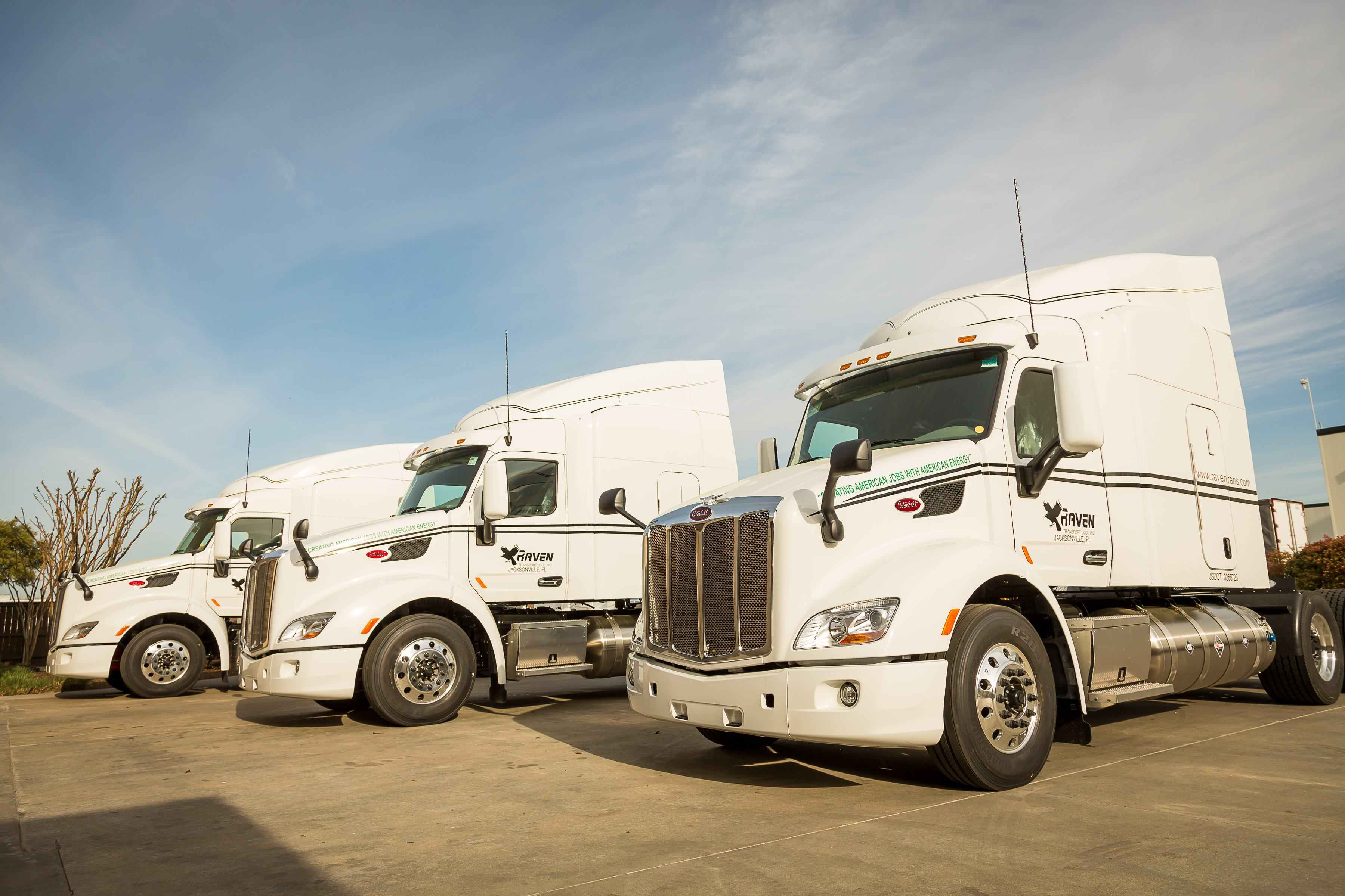 clean energy opens four new lng locations to support raven transport 39 s 115 lng tractor purchase. Black Bedroom Furniture Sets. Home Design Ideas