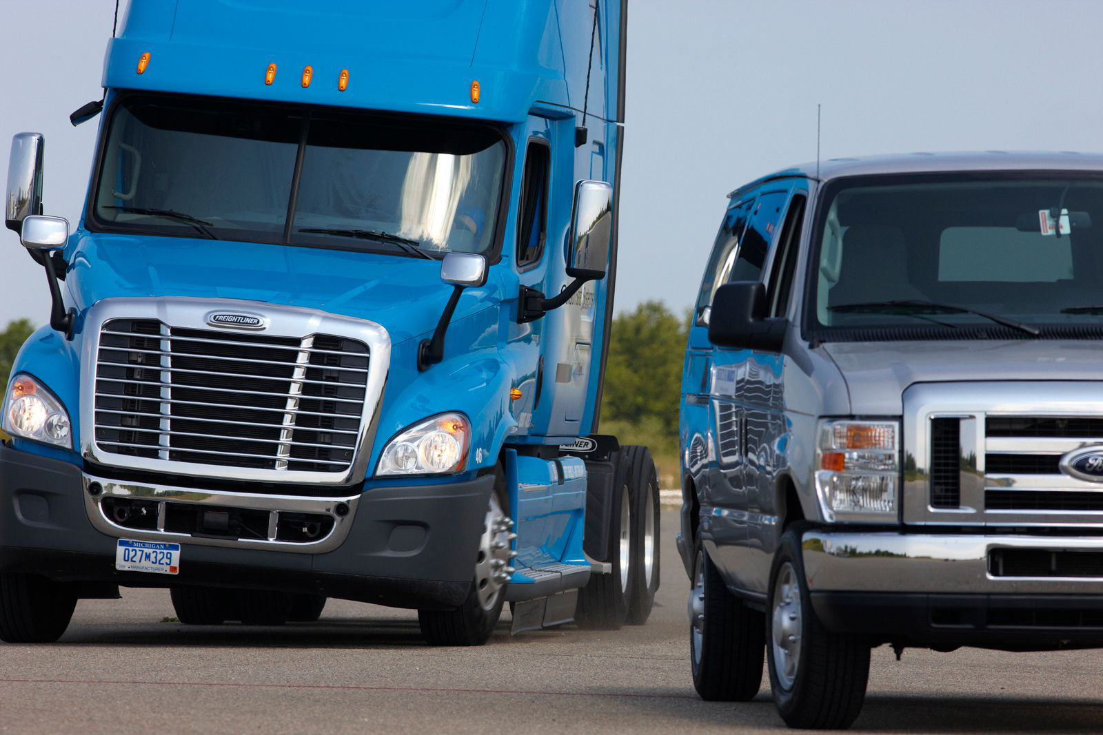 White House clears rule mandating stability control systems