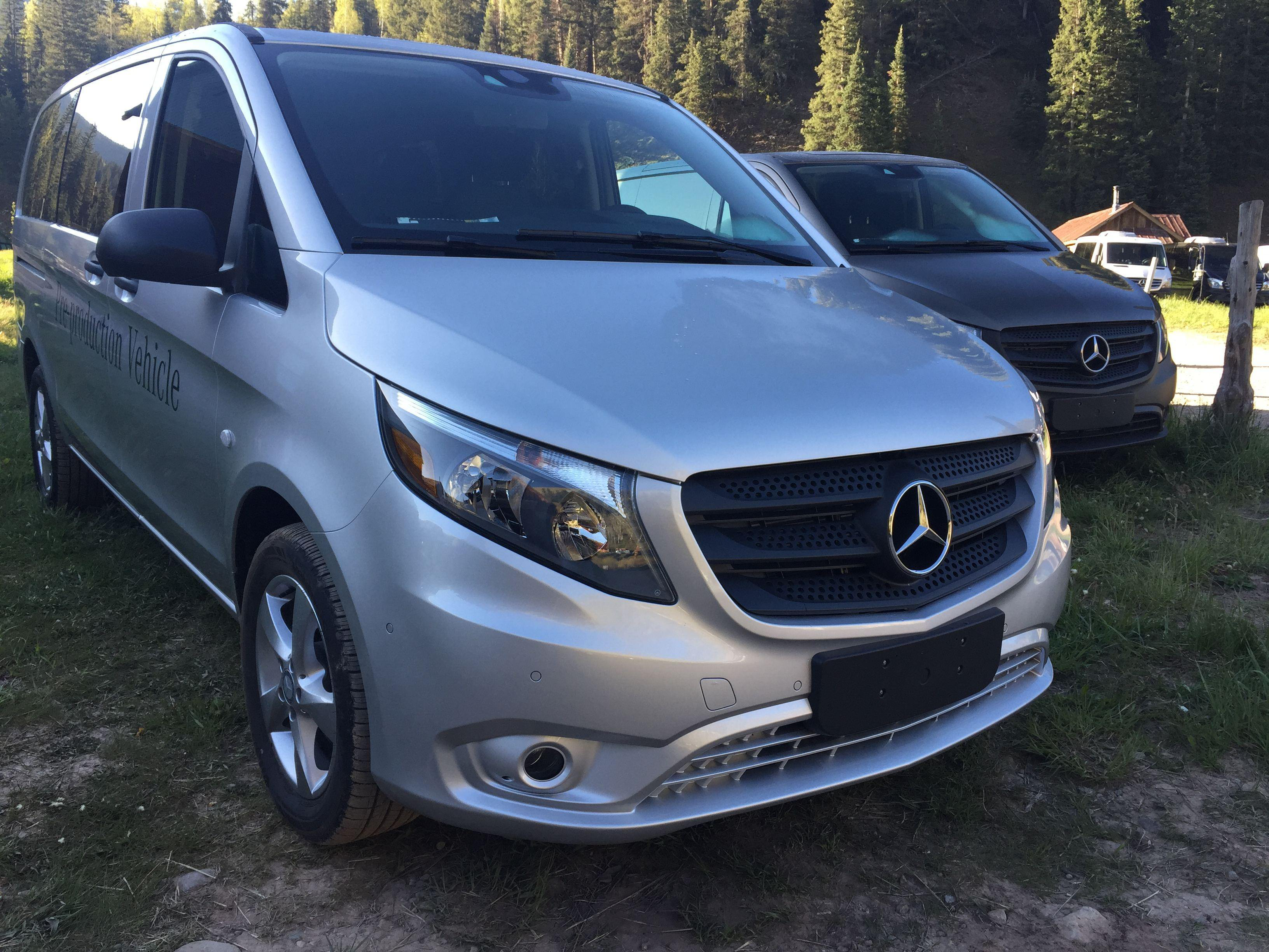 First drive mercedes benz mid size metris commercial van for Mercedes benz mid size van