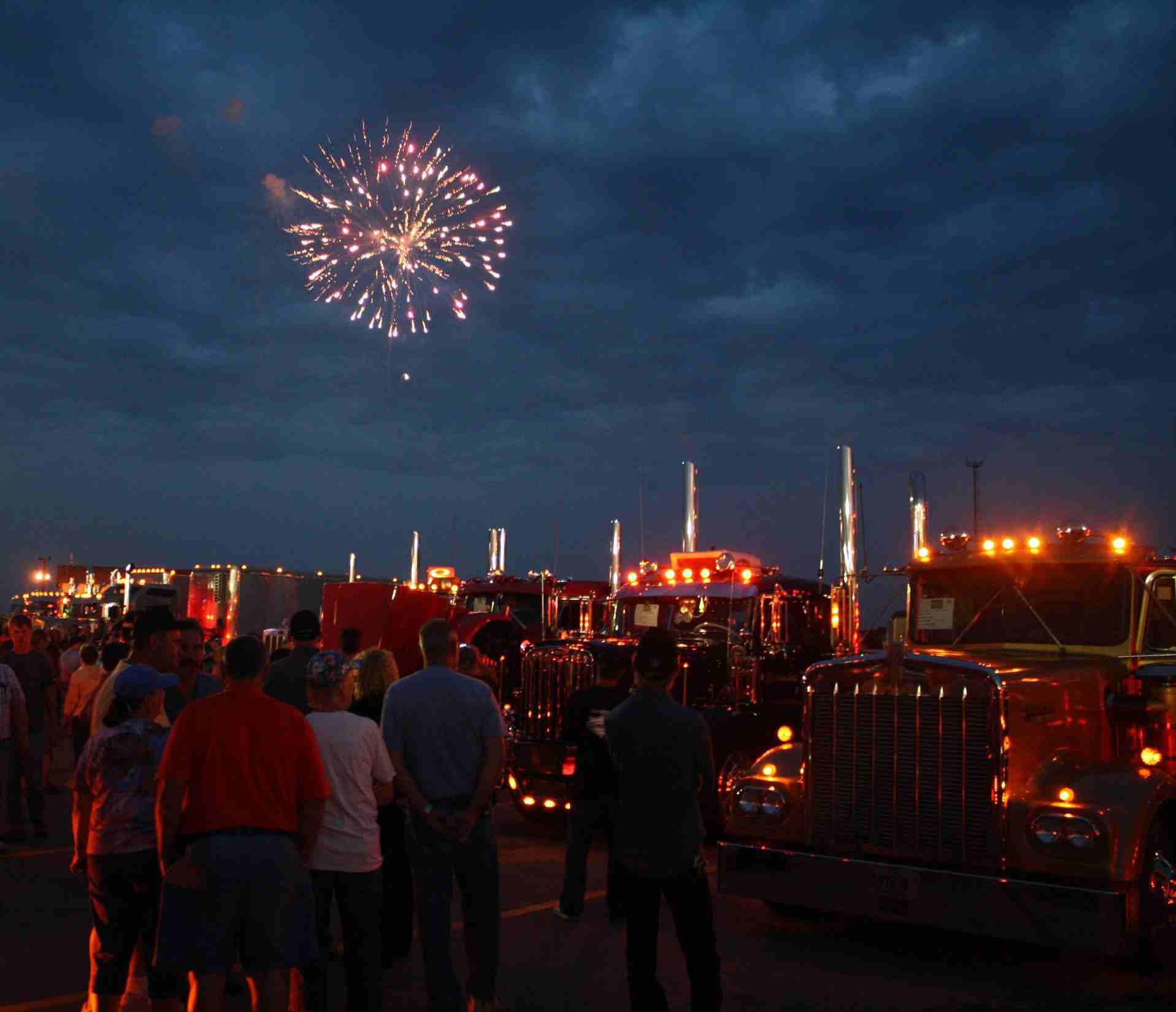 Iowa80truckstopfireworks