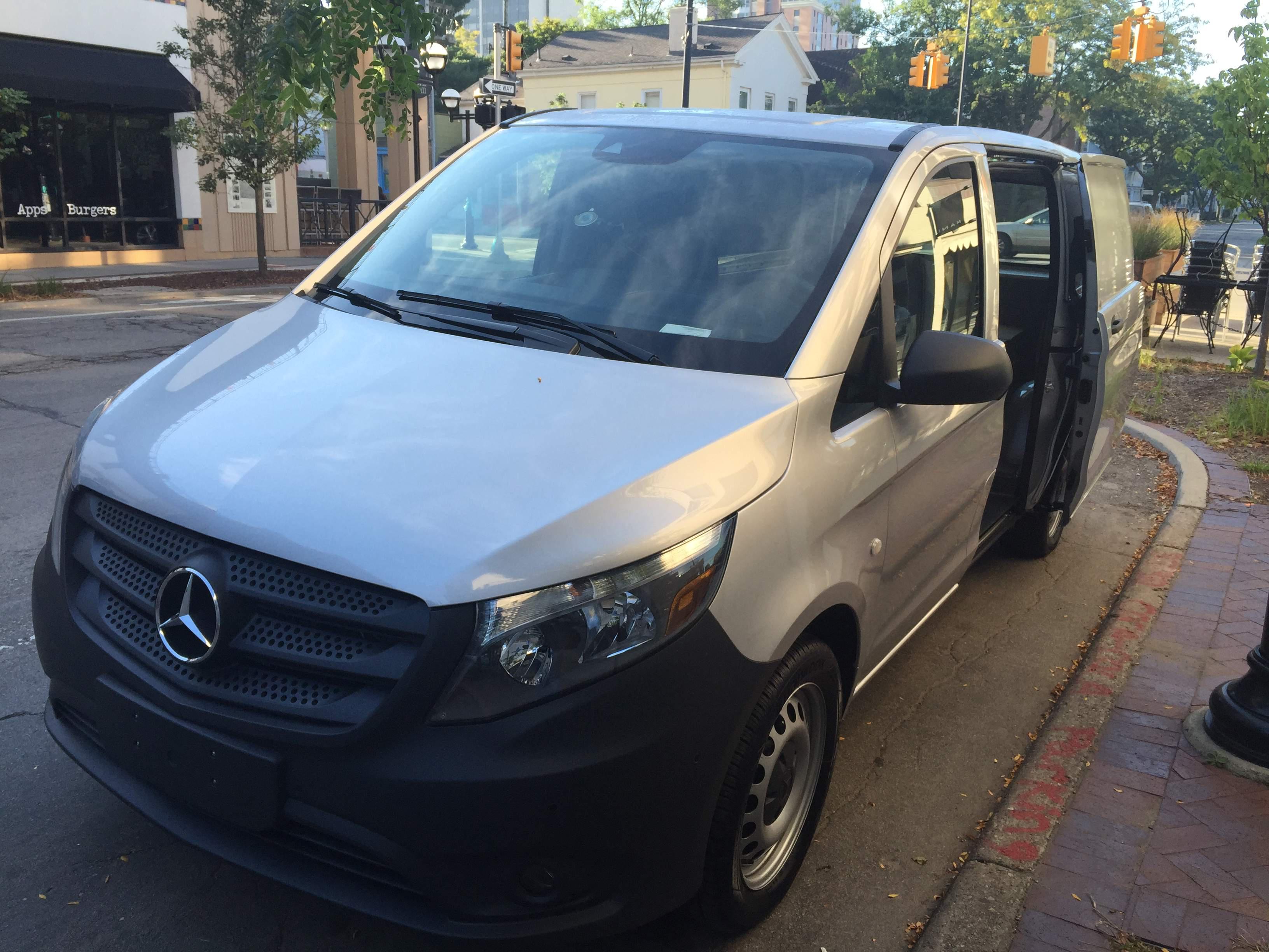 Test drive 2016 mercedes benz metris midsize cargo van for Mercedes benz work van