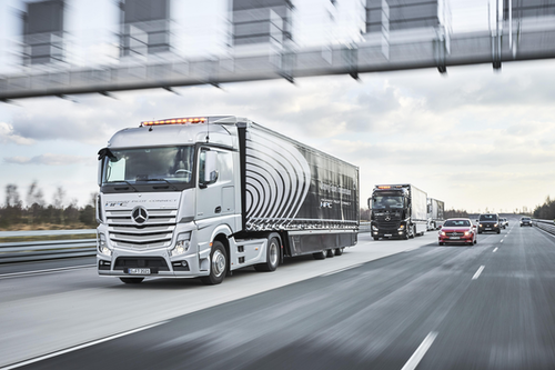 Daimler outlines vision for the future of vehicle connectivity, announces platooning system