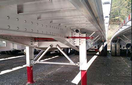The JOST AX150 Alumilight landing gear is new to Great Dane's Freedom XP lineup