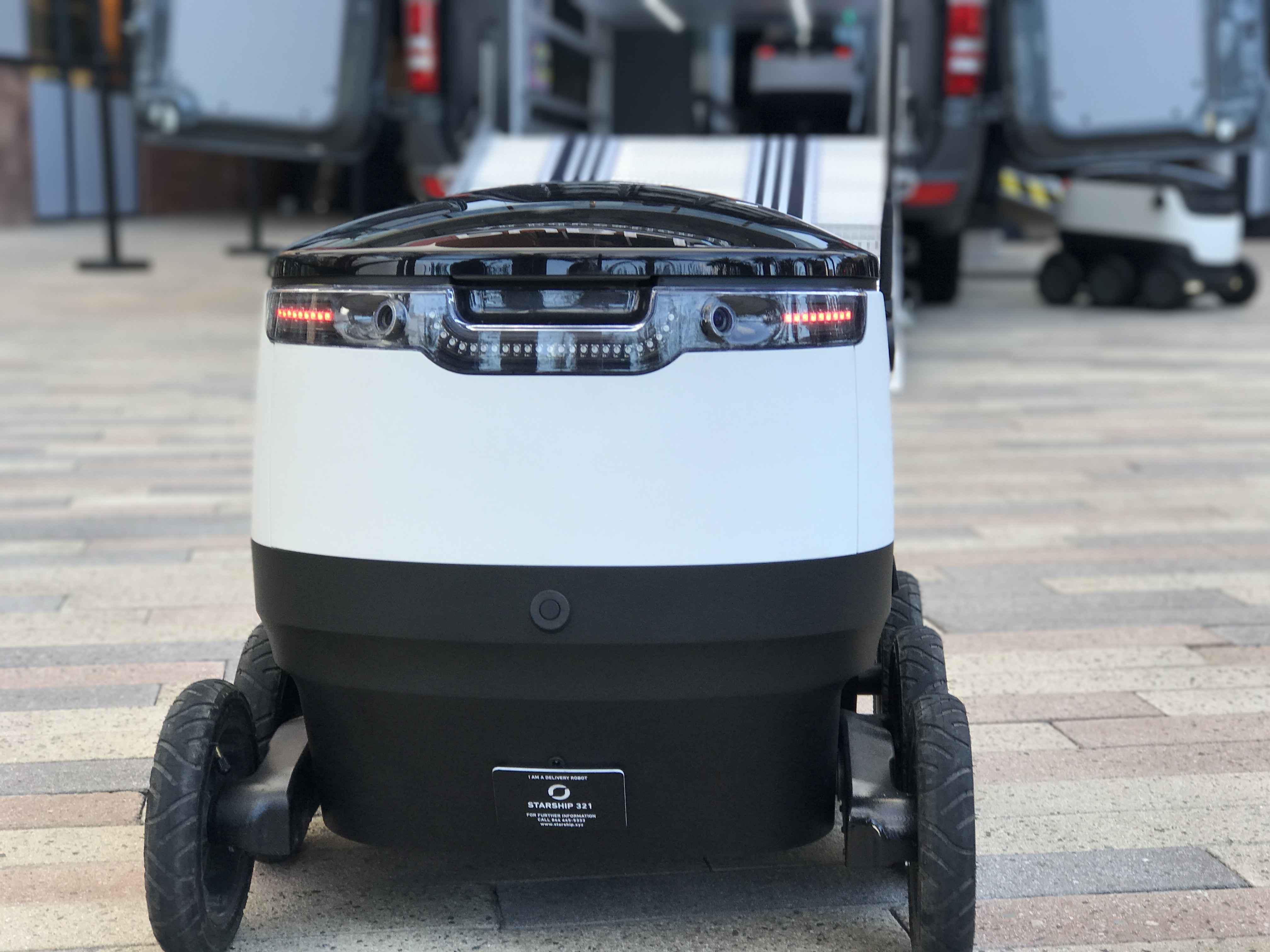 Mercedes-Benz Vans shares robotic delivery concept details