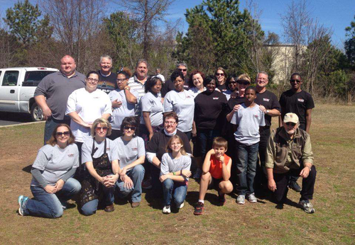SEFL employees working with Resurrection Life Ministries