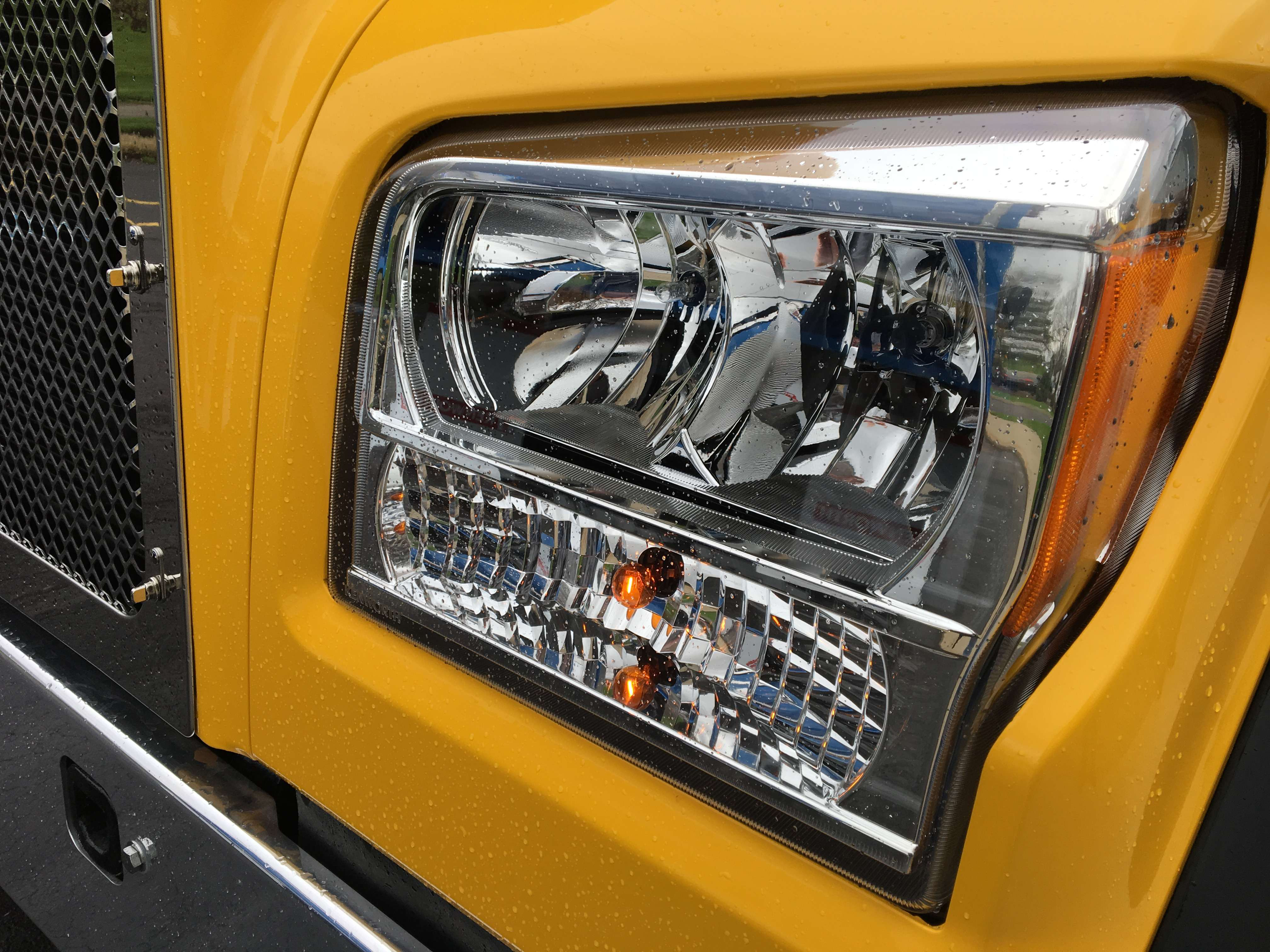 Headlights on the T880S