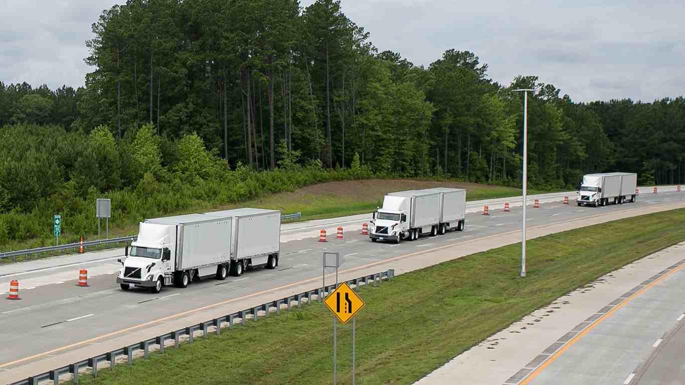 Volvo VNL Trucks Platooning on Highway