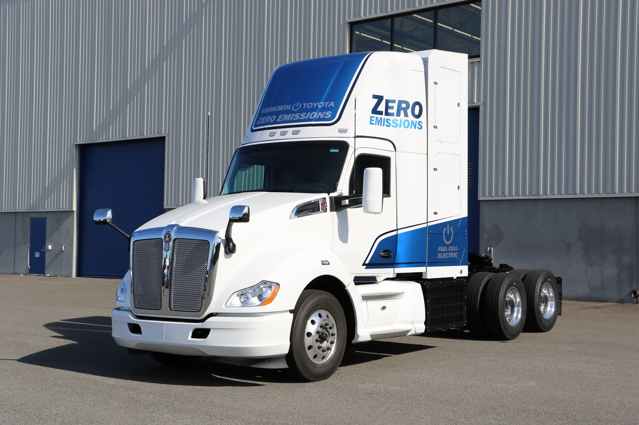 Zero-emissions Kenworth Class 8 fuel cell tractor