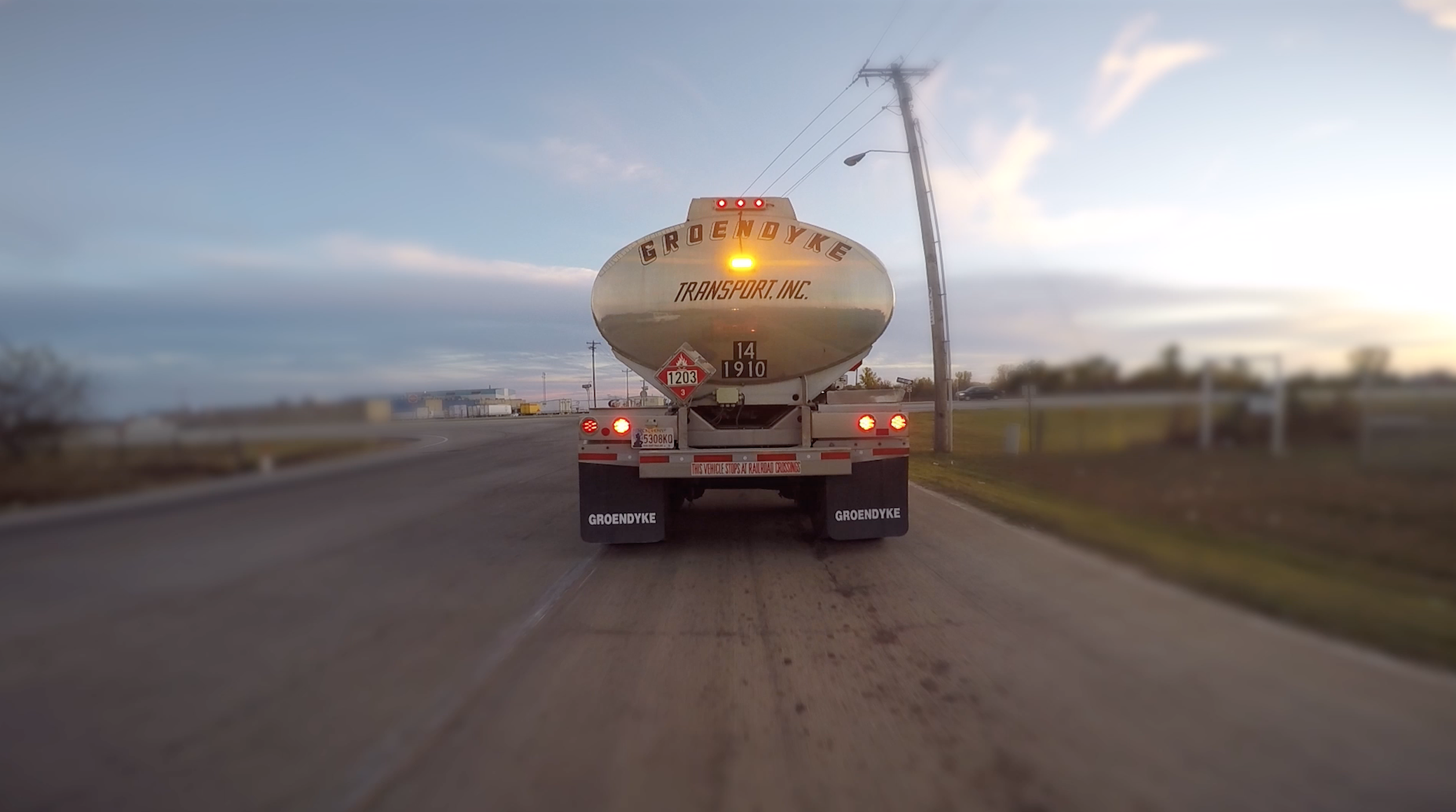 groendyke transport tanker featuring pulsating brake light