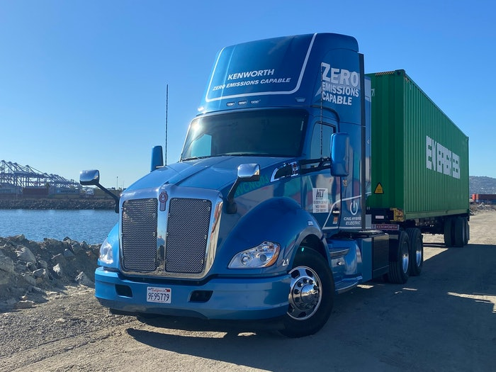 The two Kenworth T680 hybrid-electric vehicles use the Cummins Westport L9N Near Zero (NZ) emission engine fueled by compressed natural gas (CNG) driving a generator to extend the truck's battery range.