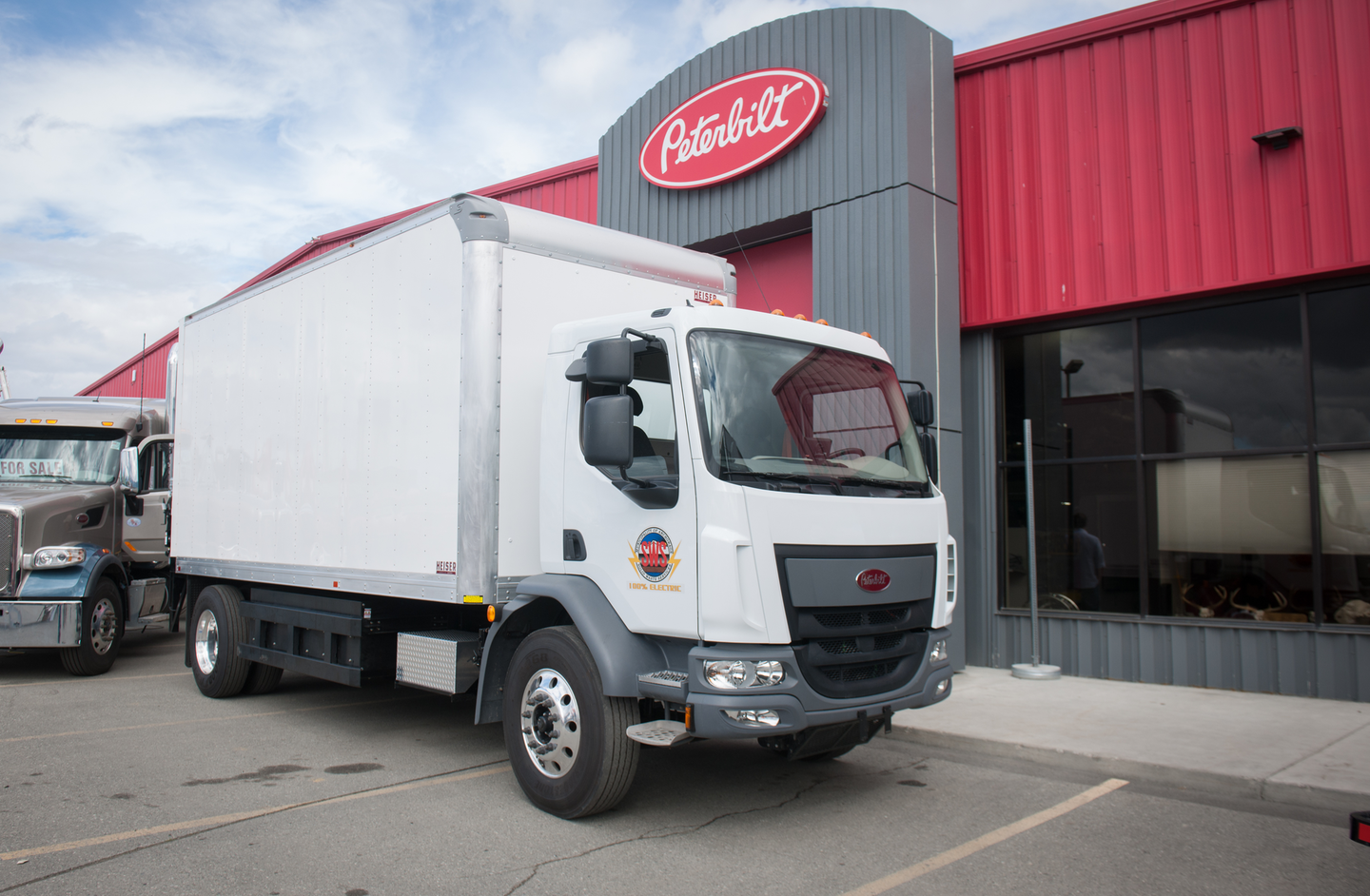 The city of Anchorage, Alaska, took delivery of the first Peterbilt 220EV.