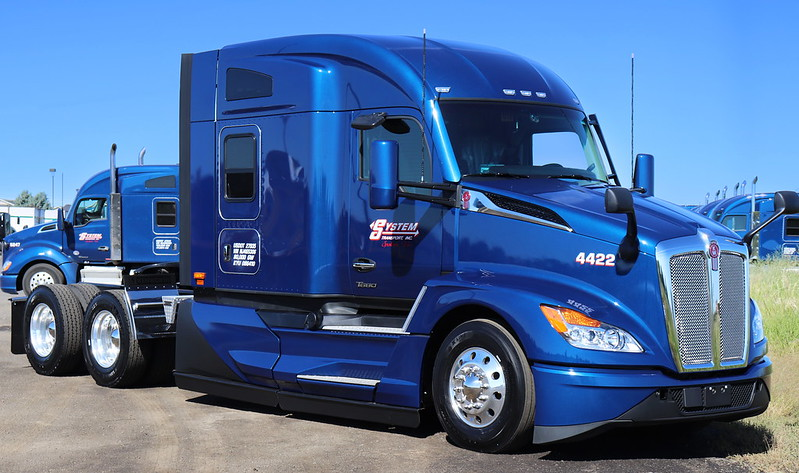 System Transport will haul the U.S. Capitol Christmas Tree across the country with a Kenworth T680.